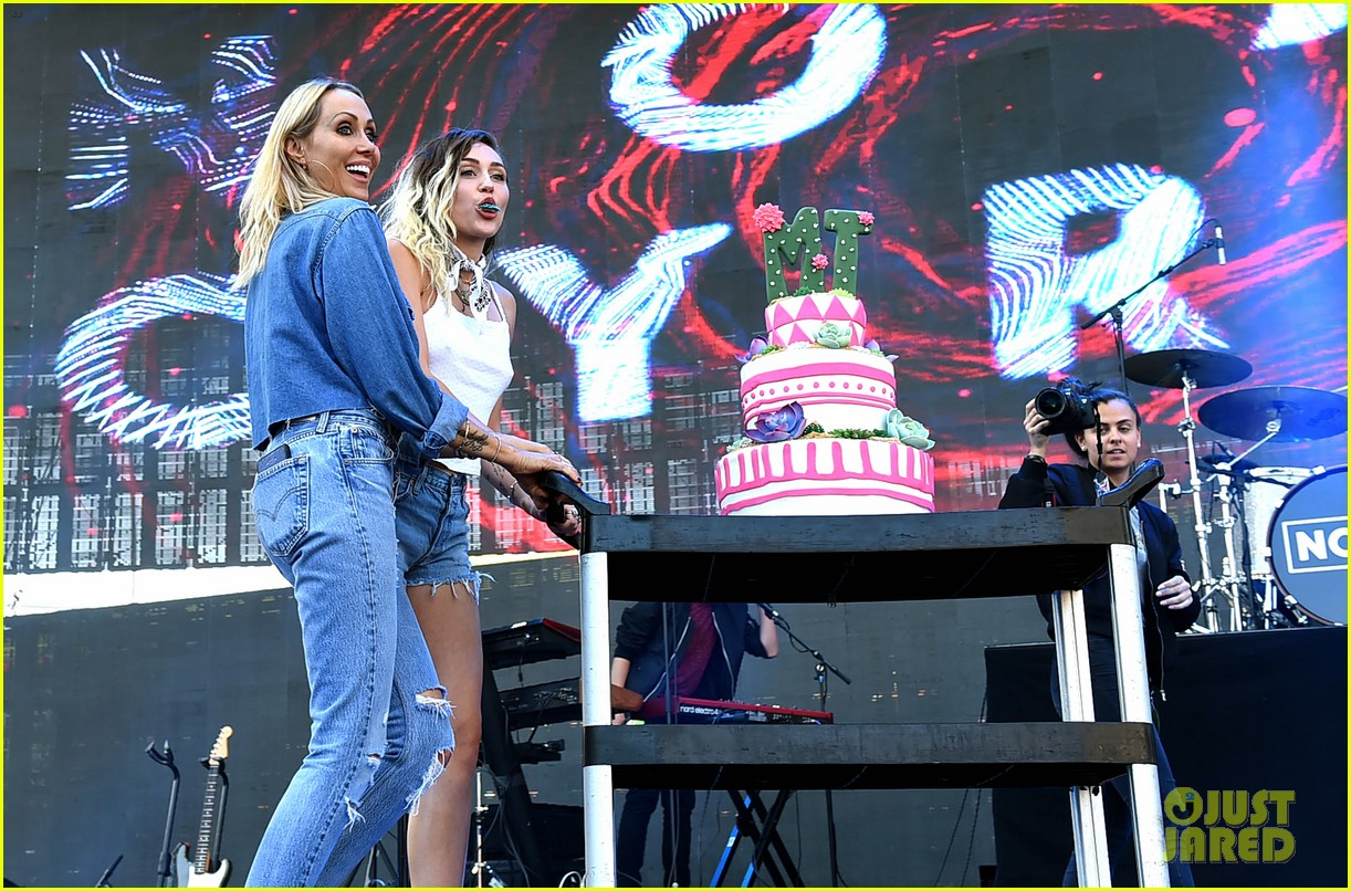 miley noah sing happy birthday to their mom at wango tango01