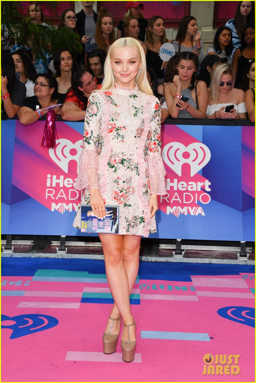 martha hunt dove cameron mmvas 2017 03
