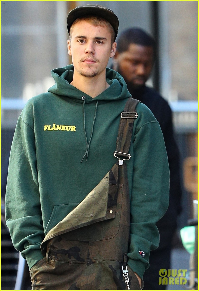 justin bieber wears overalls for lunch in sydney 02