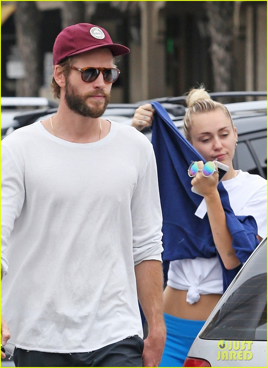 miley cyrus liam hemsworth step out for ice cream date 02