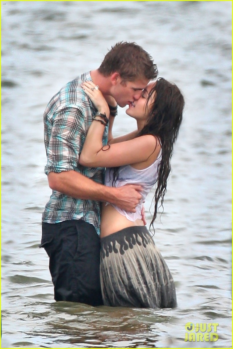 miley cyrus shares photo of her and liam hemsworths first smooch 01