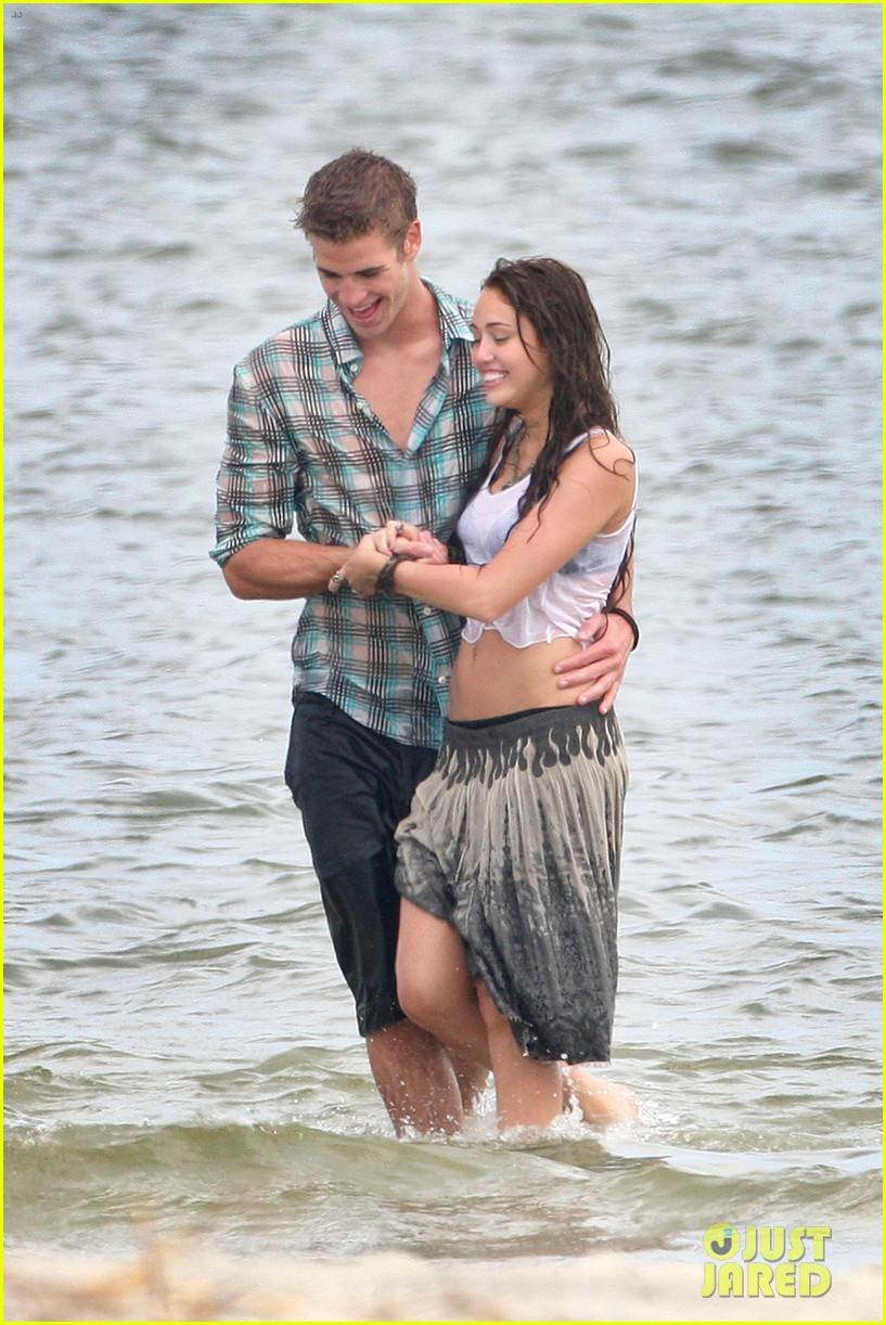 miley cyrus shares photo of her and liam hemsworths first smooch 05