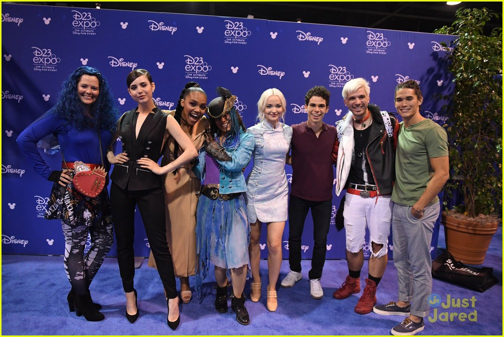 descendants new trailer d23 expo talent pics 03