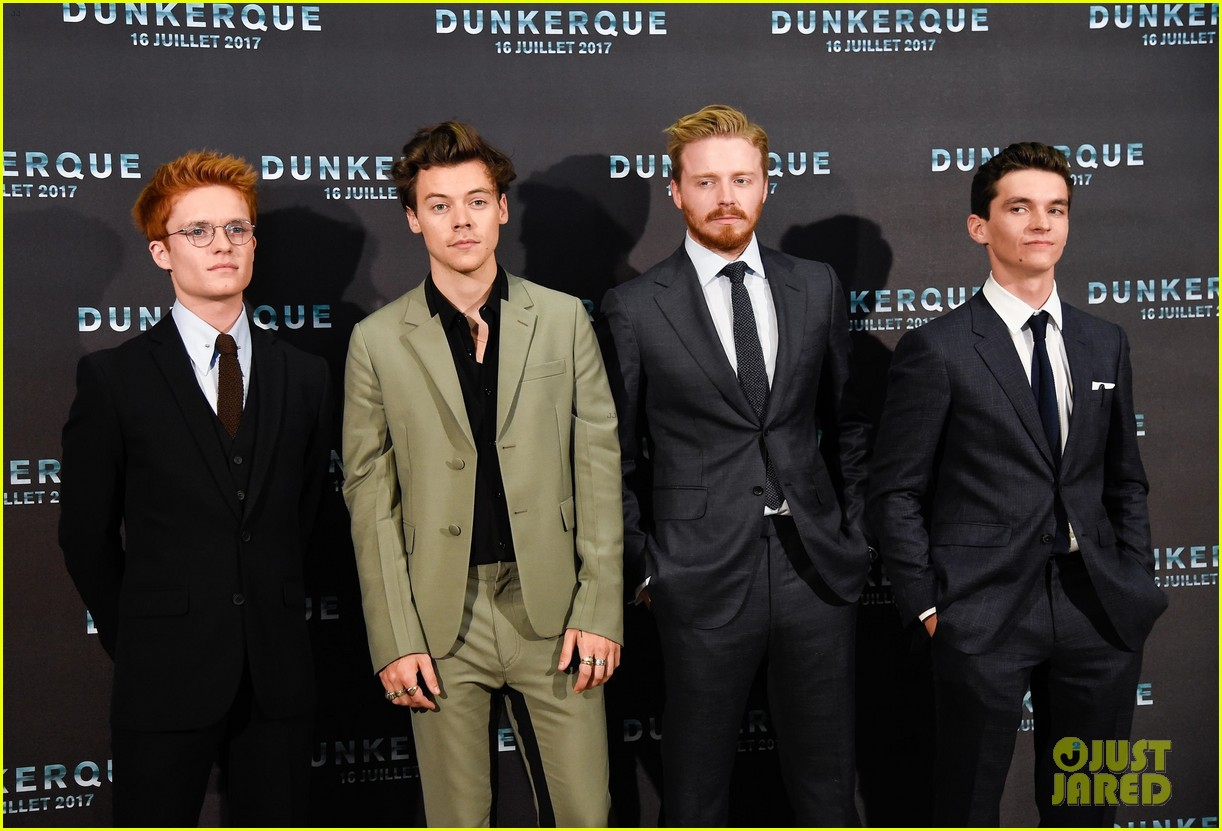 harry styles jack lowden premiere new film in dunkirk 02
