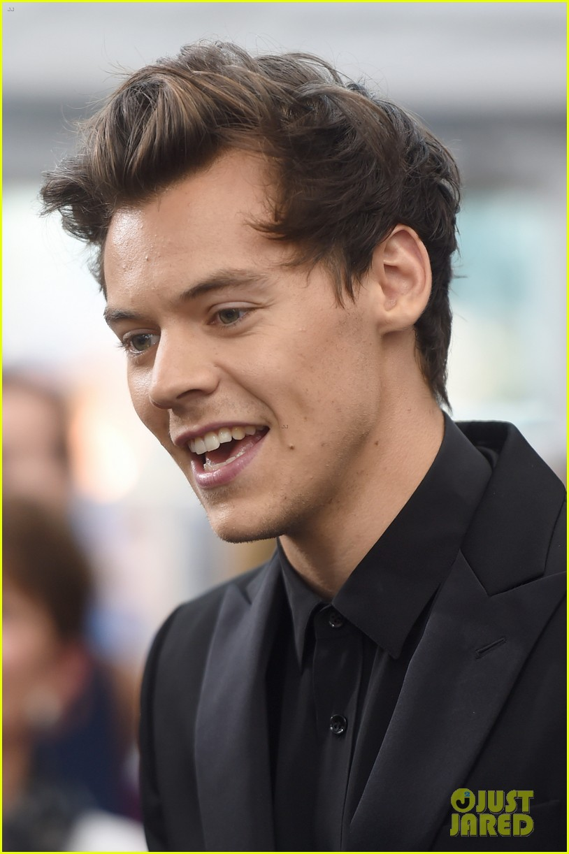 Harry Styles Adds Some Color to His Black Suit at 'Dunkirk ...