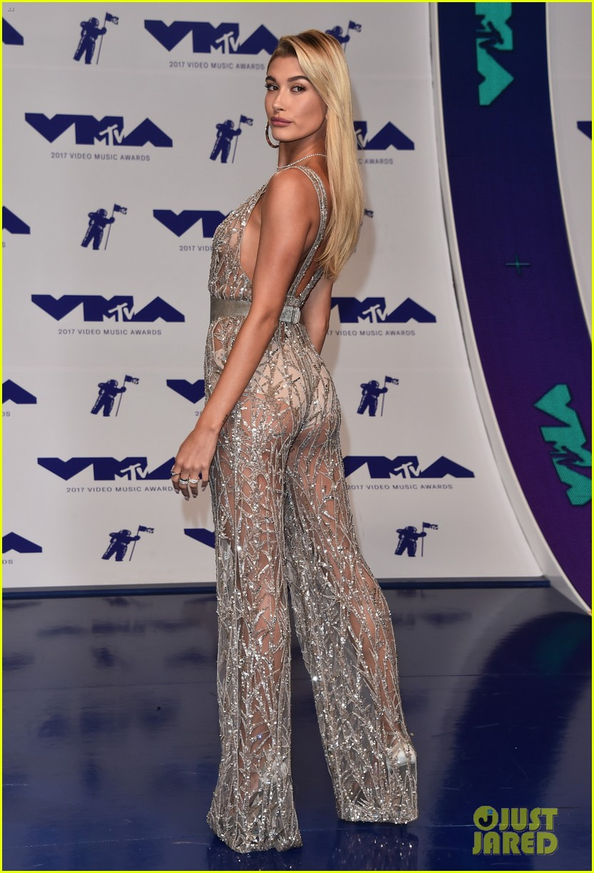 hailey baldwin sheer 2017 mtv vmas 03
