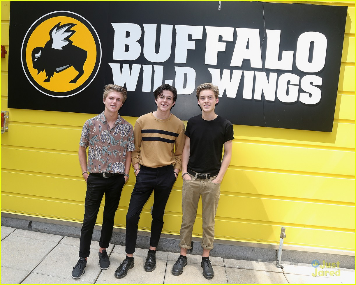 new hope club wild wings concert fan meet 03