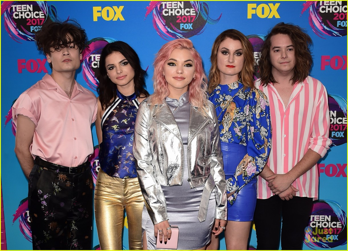 pretty much violet new hope teen choice awards 01