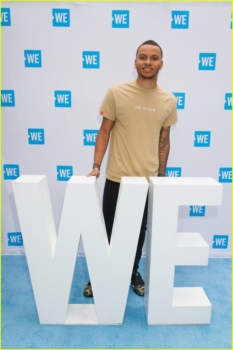 kelly clarkson and vanessa hudgens inspire youth at we day 08