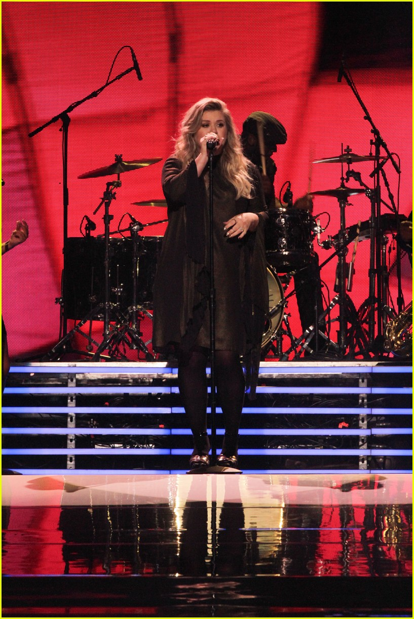kelly clarkson and vanessa hudgens inspire youth at we day 12