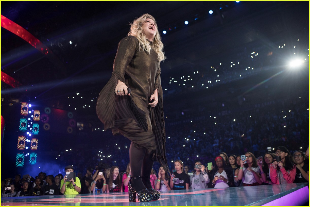 kelly clarkson and vanessa hudgens inspire youth at we day 15