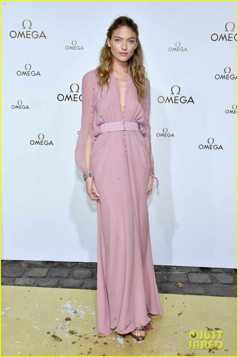 cindy crawford and rande gerber join kids kaia and presley at her time omega photocall3 04