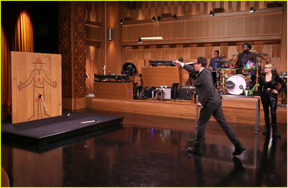 jennifer lawrence axe throwing contest jimmy fallon 05