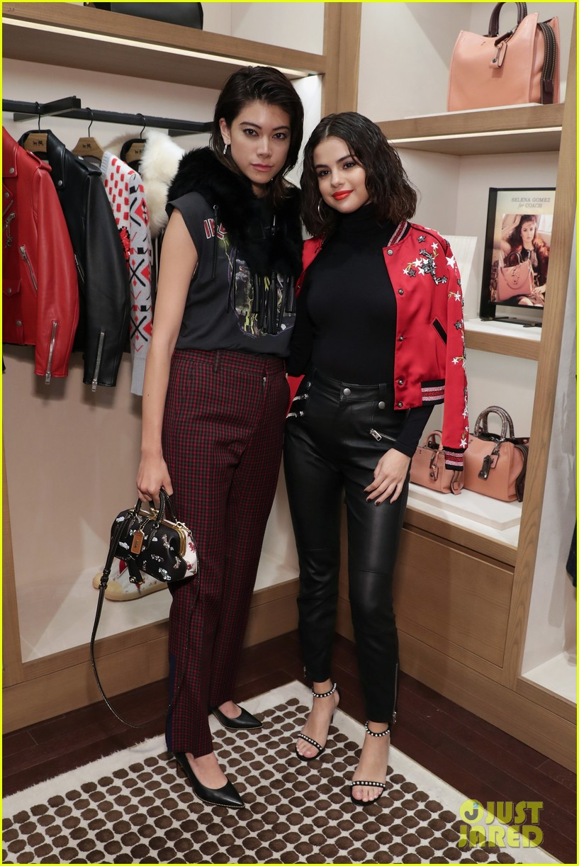 selena gomez coach store appearance 05