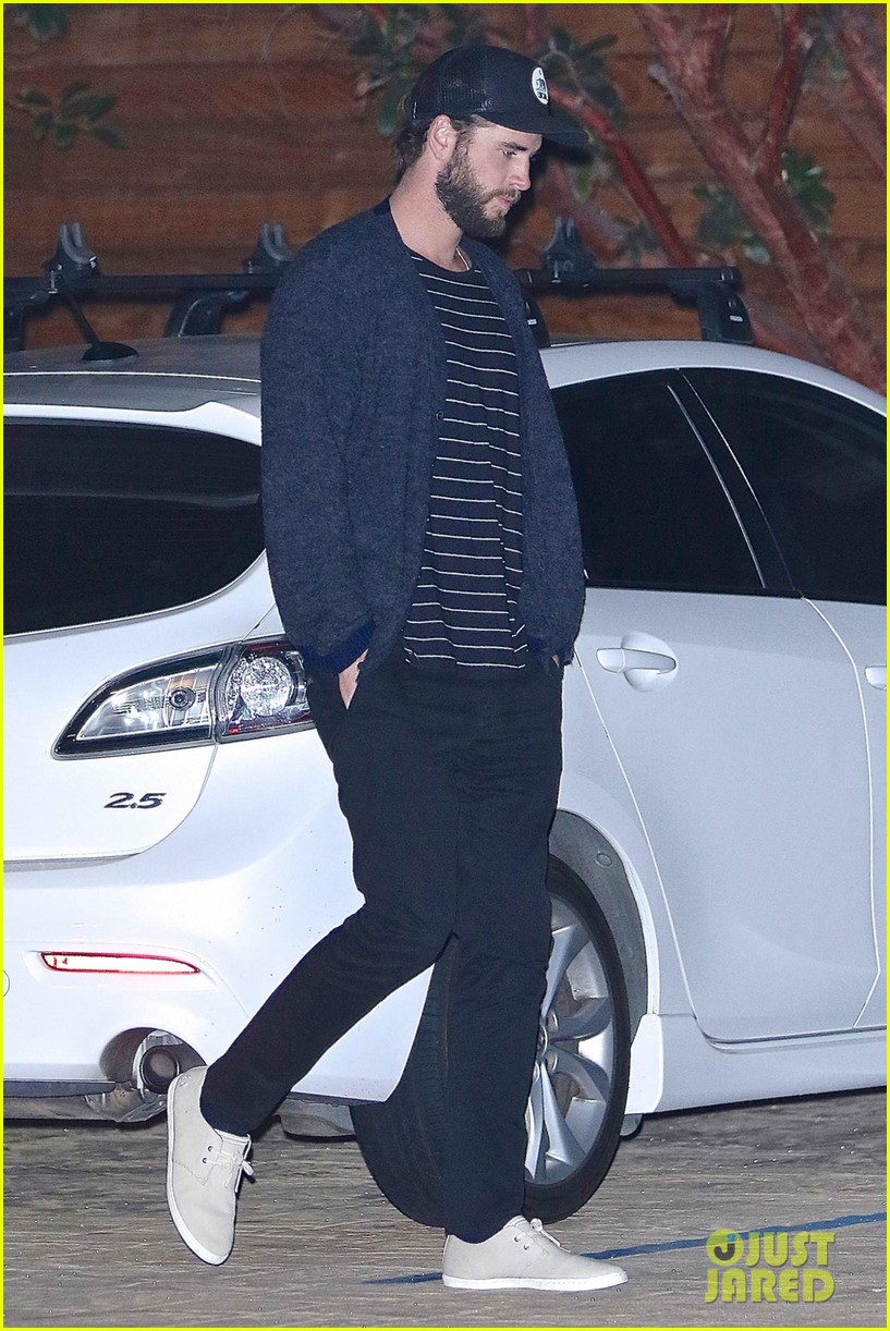 liam hemsworth and injured brother luke grab dinner at nobu 04