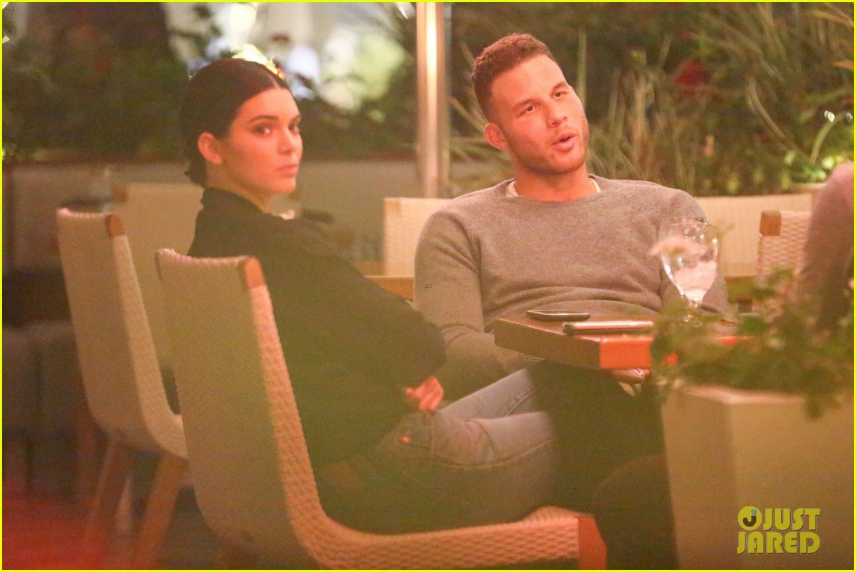 kendall jenner joins blake griffin for dinner in beverly hills 06