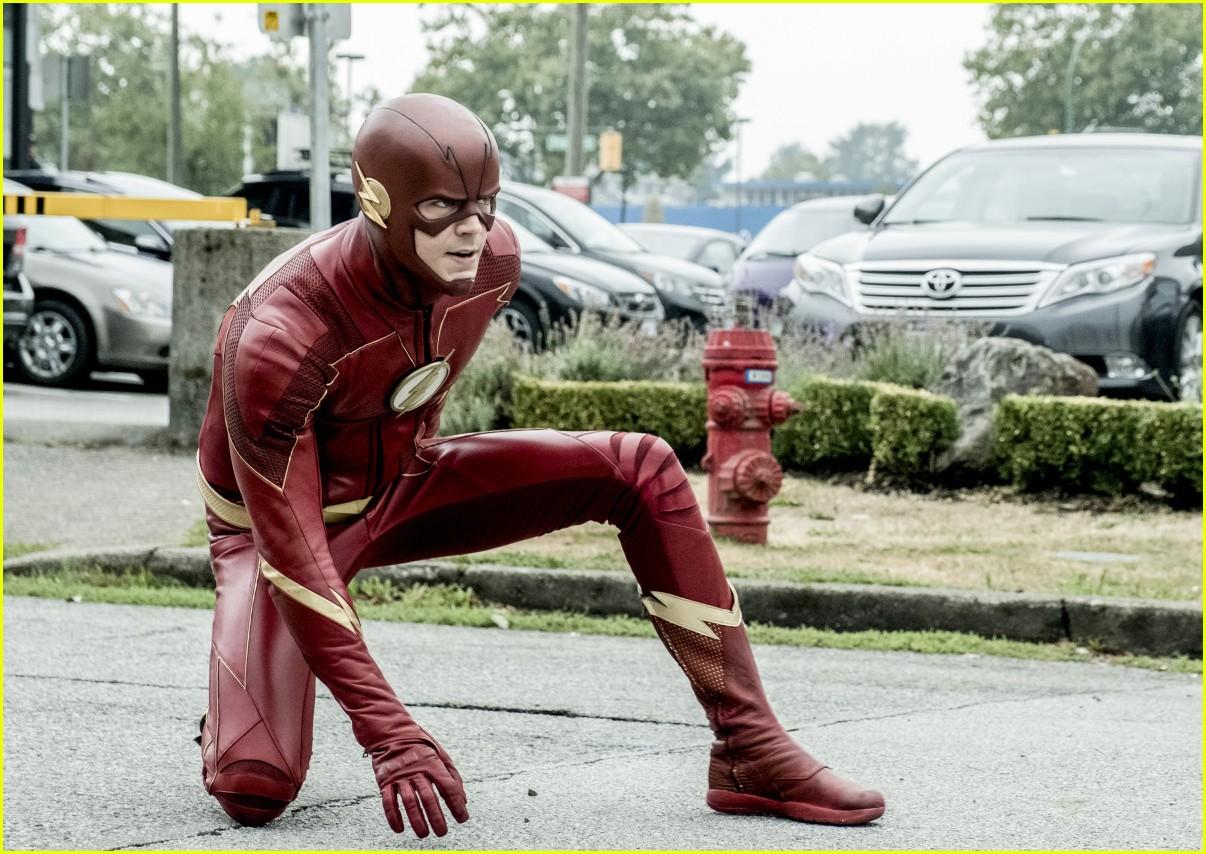 the flash elongated man suit harrys council 02