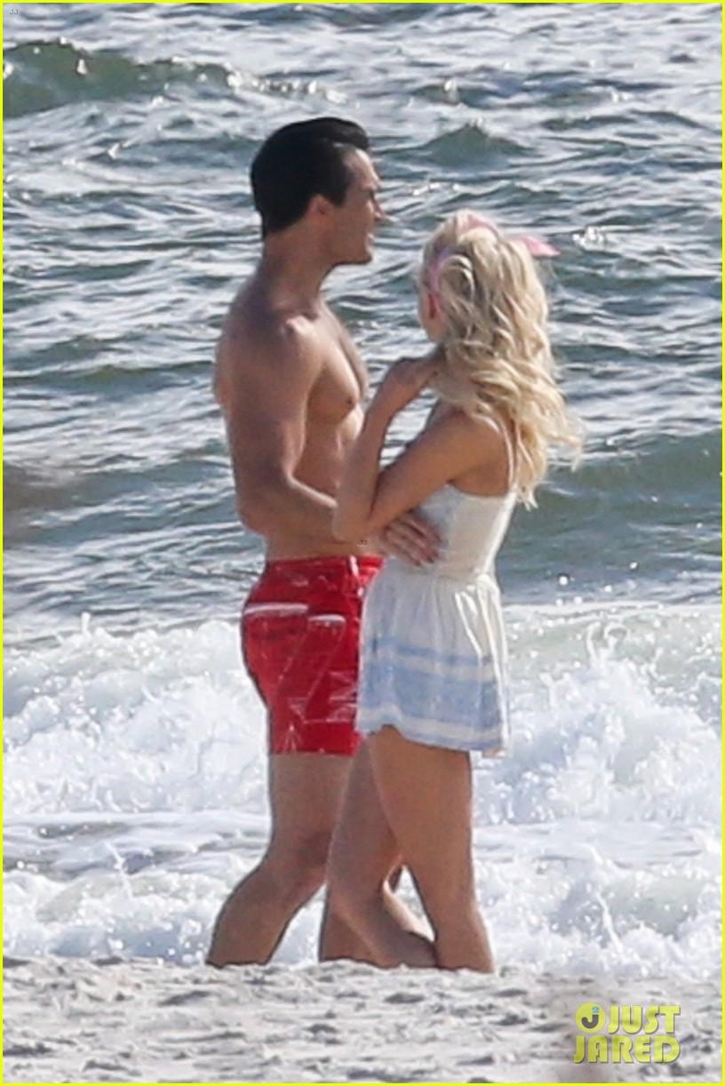 tyler hoechlin julianne hough flaunt cute pda at the beach 04