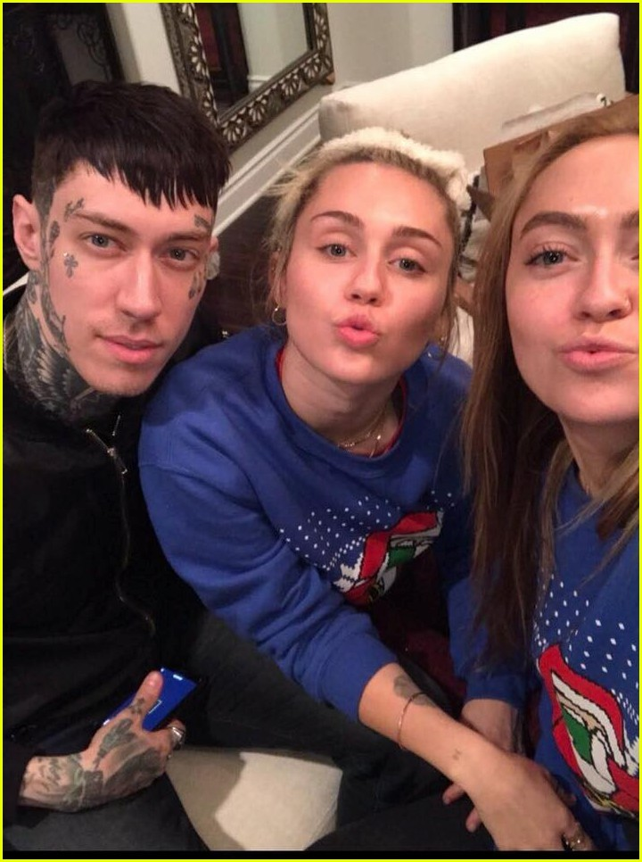 miley cyrus is celebrating christmas with her siblings pets 03