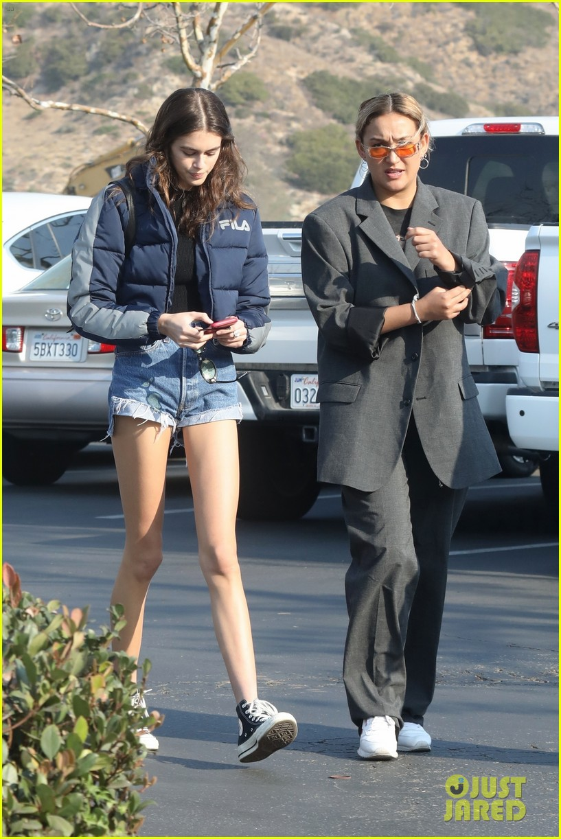 kaia gerber rocks short shorts for afternoon outing 03