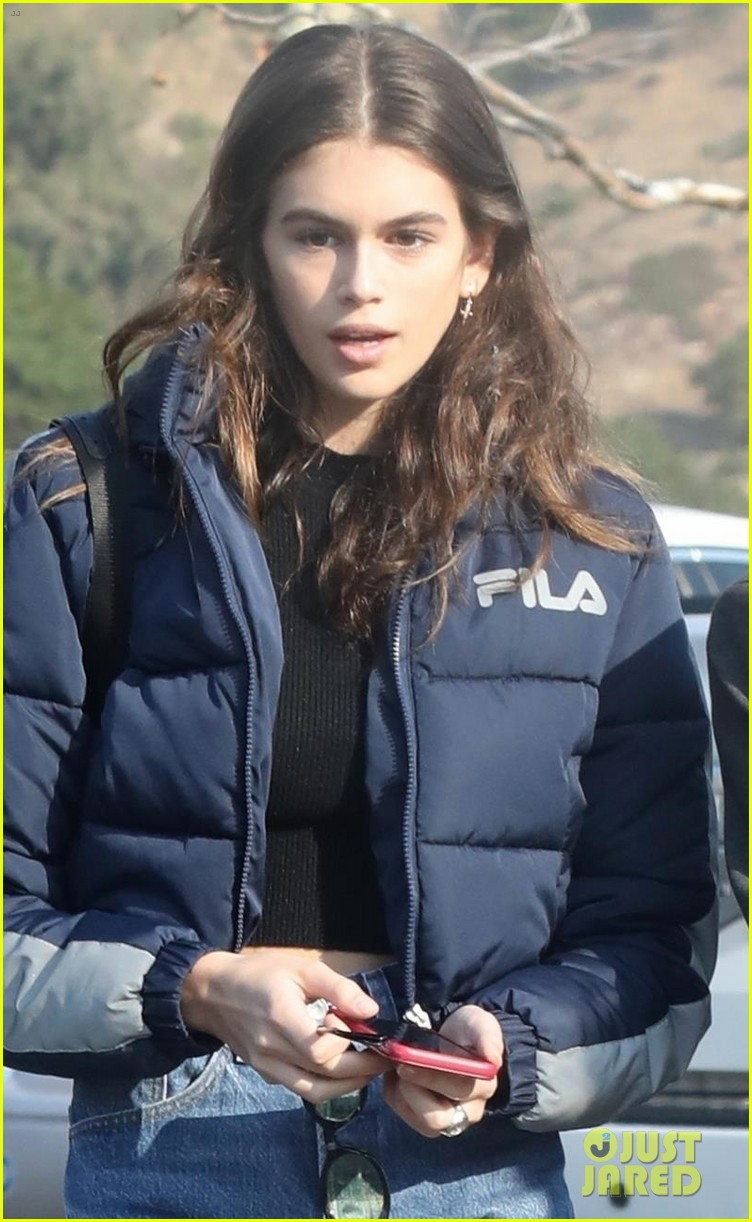 kaia gerber rocks short shorts for afternoon outing 04