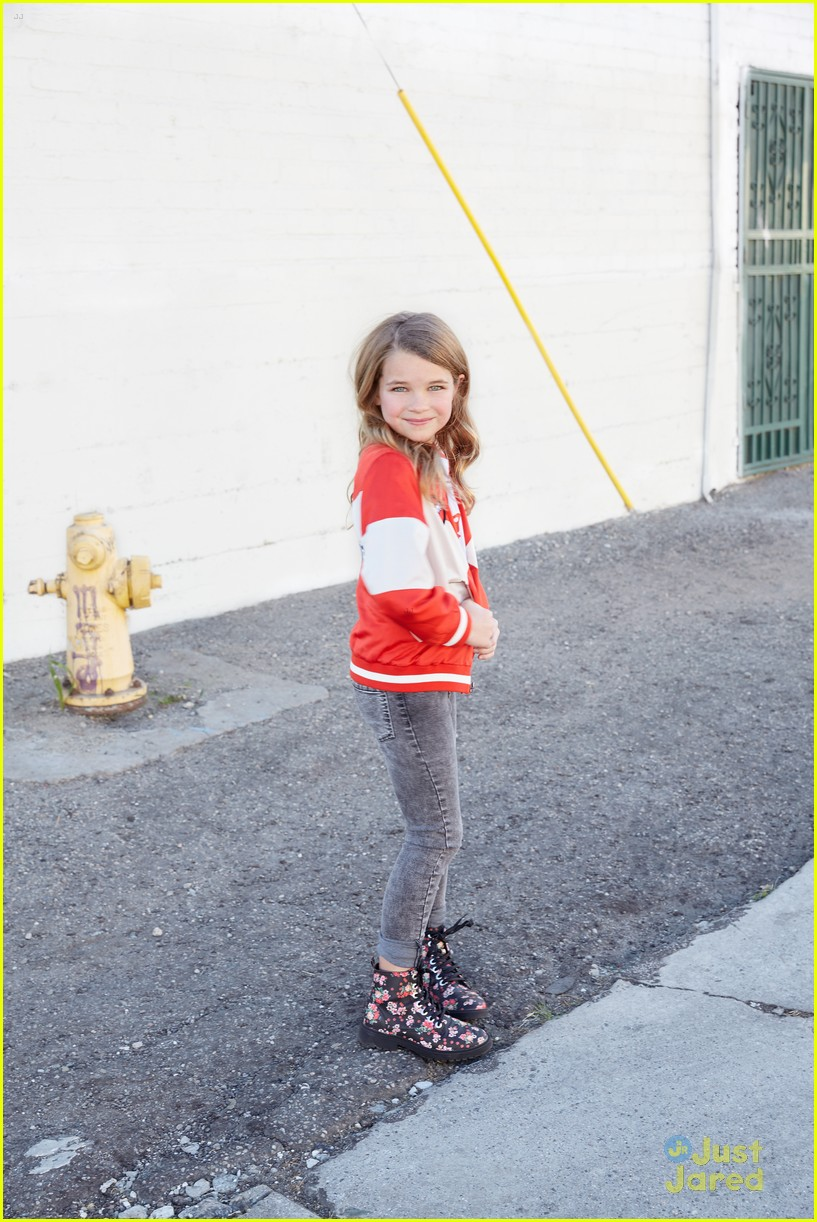 young sheldon star raegan revord 10 fun facts exclusive 01