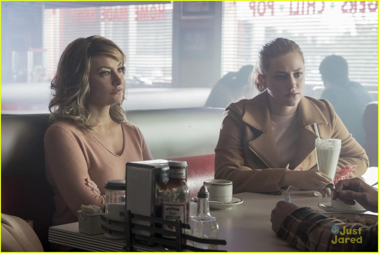 riverdale fp out jail new episode stills 07