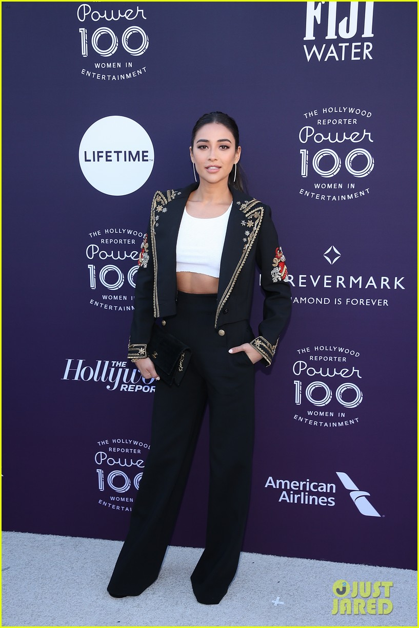 yara shahidi and shay mitchell team up for thrs women in entertainment breakfast 04