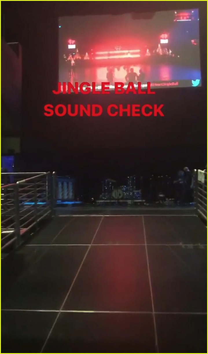 taylor swift takes fans inside jingle ball sound check 01