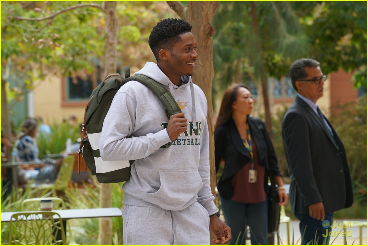 grownish u up text girl talk stills 01